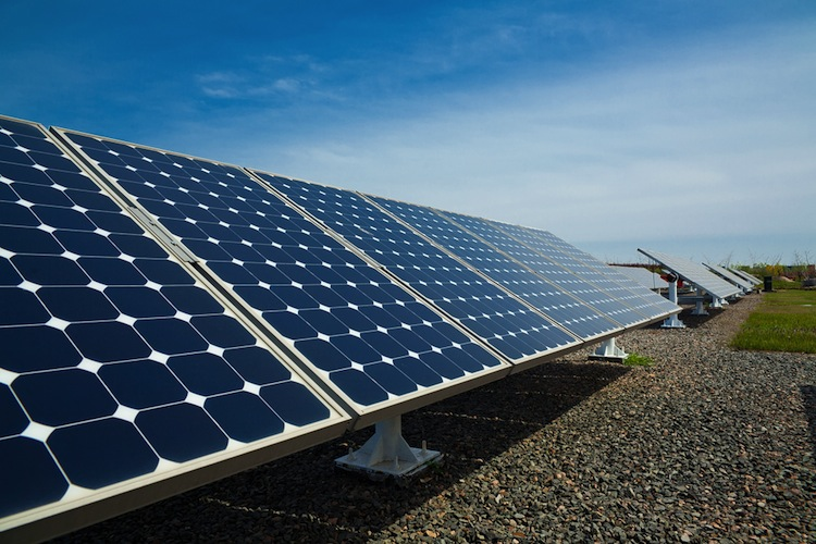 Shutterstock 186047228 in Repowering des Solarparks Mezzanotte: Neue Module bringen mehr Energie