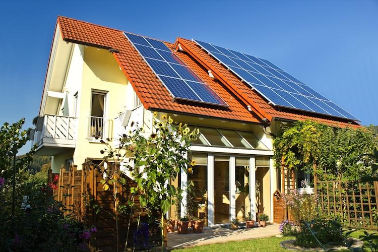 Haus-mit-Solaranlage in Irrtümer im Neubausegment: Was Immobilienkäufer nicht wollen