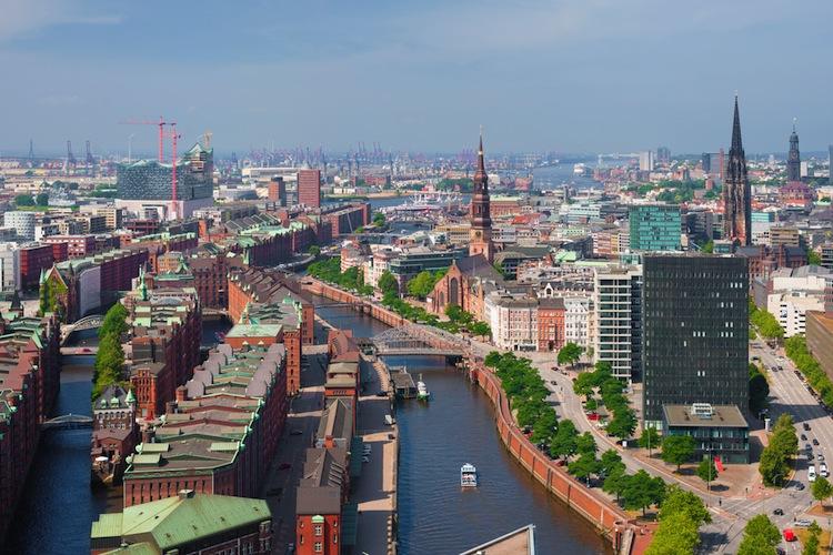 Shutterstock 217063120 in Lloyd Fonds trennt sich von Immobilie in Hamburg