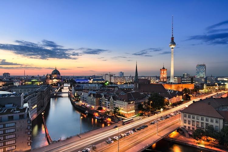 Berlin Shutterstock 161067611-1-Kopie-2 in Büroimmobilie CoFactory im Berliner Stadtteil Tiergarten langfristig vermietet