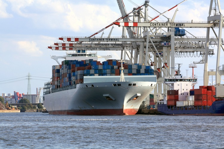 Shutterstock 44410807 in Rickmers: Umsatz leicht rückläufig, Flotte wächst