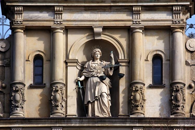 Shutterstock 96699808 in Wölbern-Prozess: Kein rechtsstaatliches Verfahren