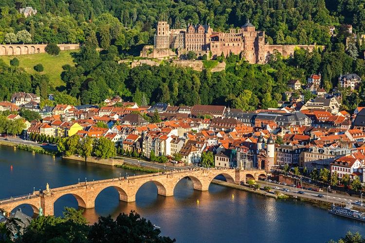 Shutterstock 153291353 in Hannover Leasing investiert in Heidelberg