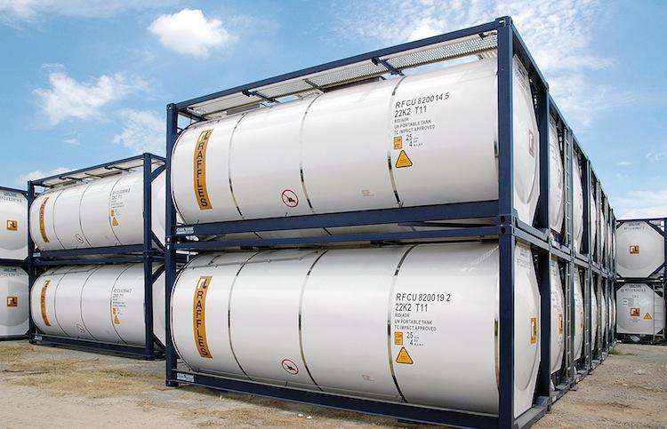 Buss Tankcontainer Fabrikgelaende in Buss setzt auf Kurzläufer