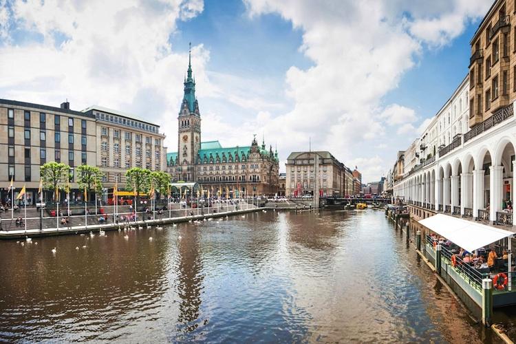 Hamburg-shutt 150617081 in Nordrhein-Westfalen und Hamburg führen Mietpreisbremse ein