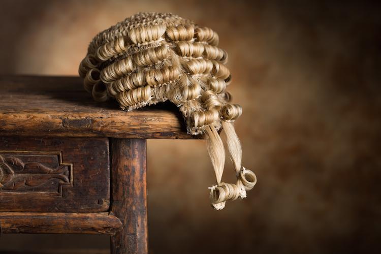 Das Sozialgericht entscheid, dass die AOK Rheinland-Pfalz/Saarland nicht für eine Männerperücke aufzukommen habe.
