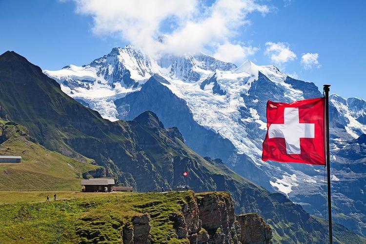 Shutterstock 159401342 in Caceis baut Präsenz in der Schweiz aus
