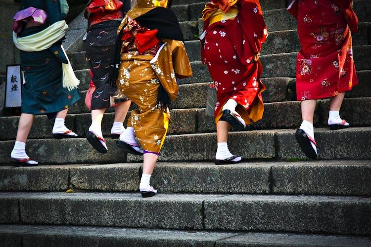 Japan-Frauen-Treppe-750 in Tag der Frauengesundheit: Barmer fordert gezieltere Krebstherapien für Frauen