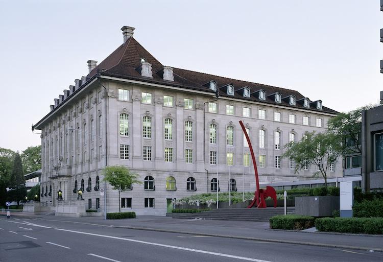 Swiss-Re-Zentrale in Swiss Re mit schwachen Quartalszahlen