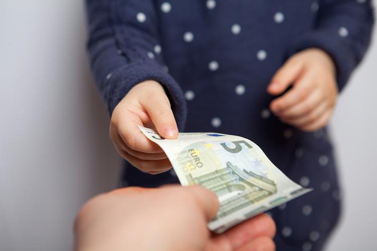 Beim Elternunterhalt kann das Sozialamt selbst noch von den Enkeln das Geld für die Pflege der Großeltern zurückfordern.