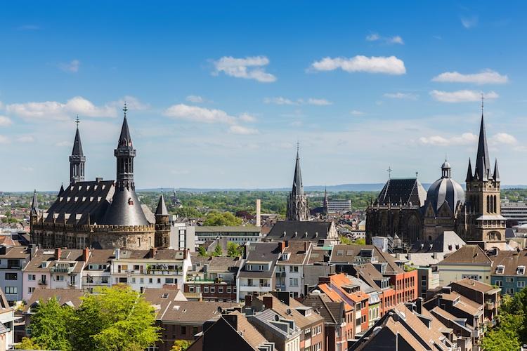 Aachen Shutterstock 284017340-Kopie-2 in Wertgrund kauft in Aachen ein