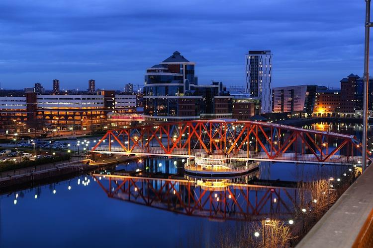 Manchester Shutterstock 211713649-Kopie-2 in Deutsche AWM kauft in Finnland und Großbritannien ein