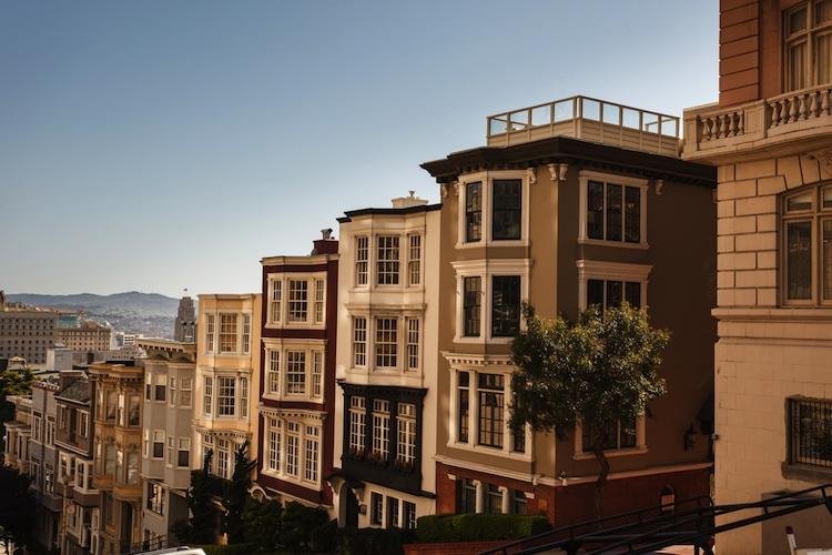 Haeuser San-Francisco Shutterstock 144289375-Kopie-2 in USA: NAHB-Hausmarktindex erneut auf Zehnjahreshoch