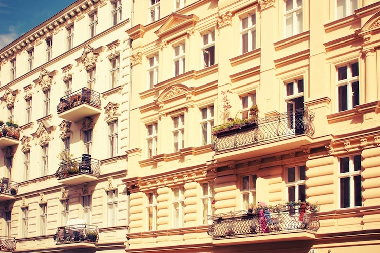 Altbauten-berlin-shutt 231336892 in Entwicklung der Immobilienpreise: Viele Deutsche wagen keine Prognose