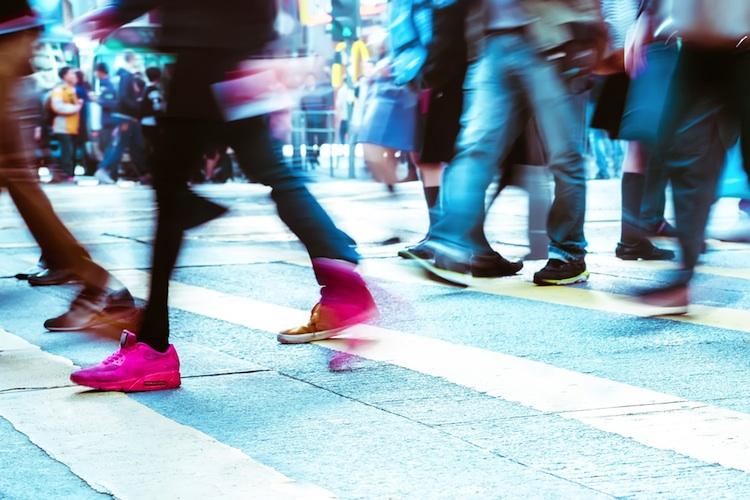 Pedestrian Shutterstock 321353333-Kopie-2 in Umfrage: Mehrheit der Großstädter schätzt Vorzüge des urbanen Lebens