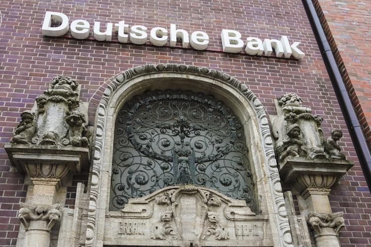 Shutterstock 315609017 in Deutsche Bank: Betriebsrat kritisiert Stellenabbau