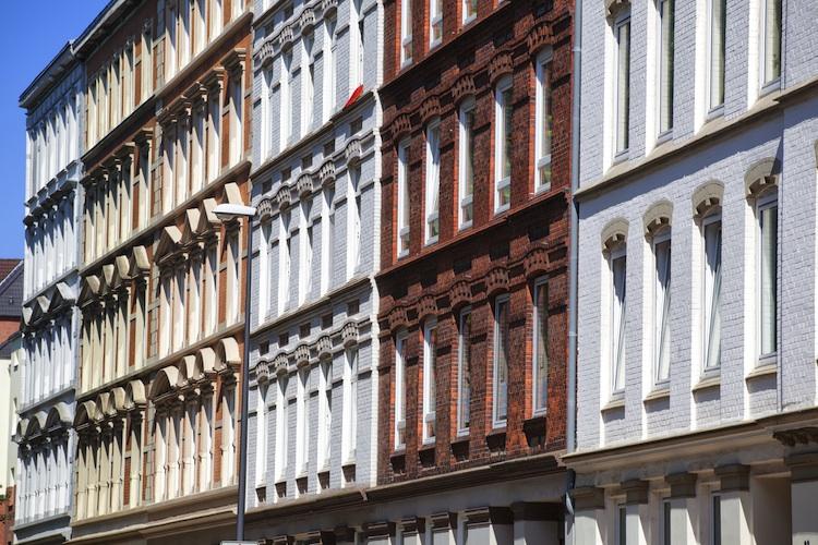 Wohnhaeuser-Kiel Shutterstock 112777615-Kopie in Grundsteuerpläne: Wohnungsgesellschaften schlagen Alarm