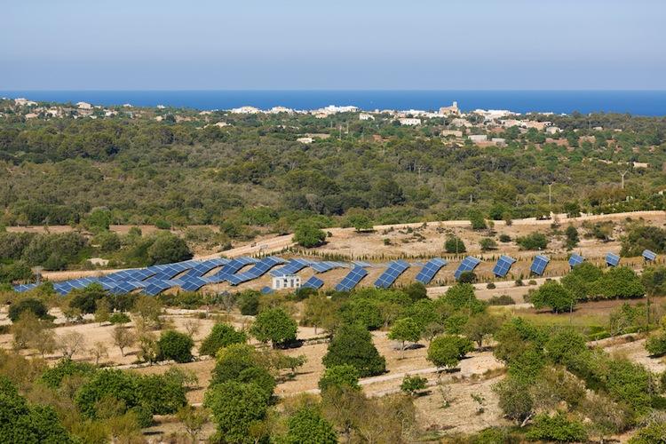 Shutterstock 250589350 in Hansainvest kauft spanische Solarparks