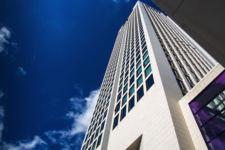 Buero Frankfurt Shutterstock 234053296-Kopie in Hinweise auf Trendwende am Immobilienmarkt verdichten sich