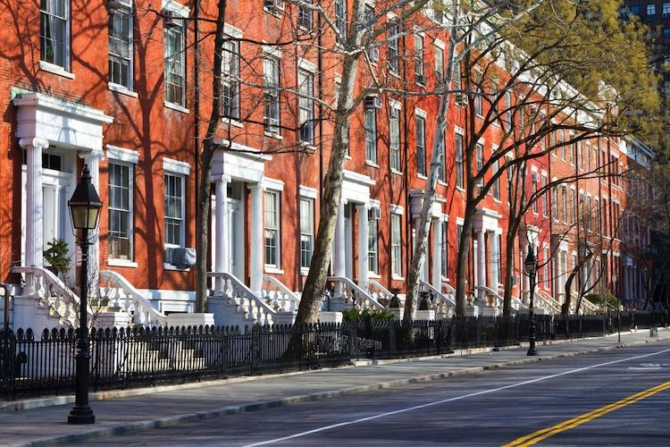 Haeuser New-York Shutterstock 247248529-Kopie in USA: Schwebende Hausverkäufe sinken überraschend