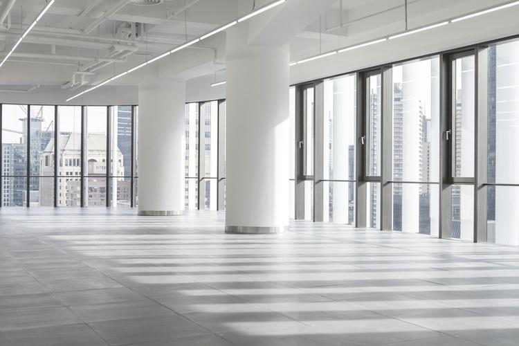 Buero Shutterstock 236115622-Kopie in Büroimmobilien: Leerstände in Europa auf Vier-Jahres-Tief