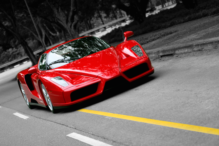 Ferrari in Ferrari mit durchwachsenem Börsen-Debüt in Mailand