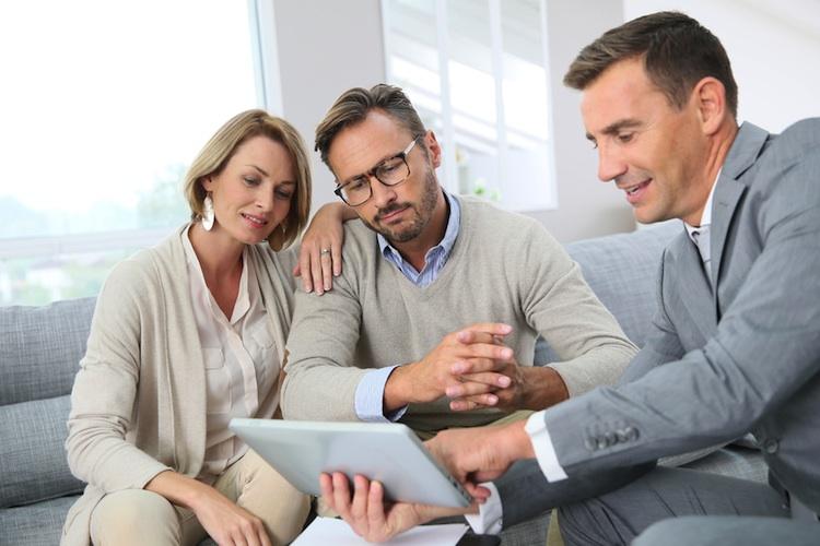 Paar-beratung-330309389 in Das erwarten Hausverkäufer von einem Immobilienmakler