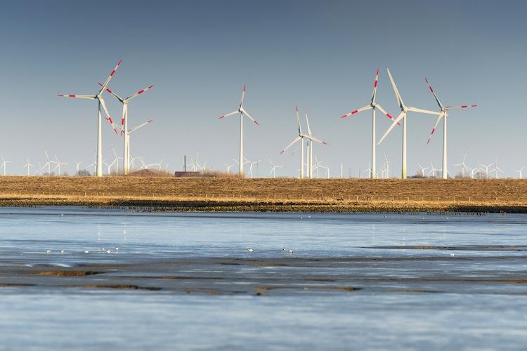 Shutterstock 247512631 in Aigner will norddeutsche Windkraft einbremsen