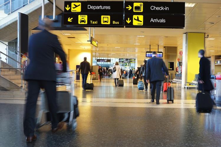 Shutterstock 253476913 in Mehr Passagiere an deutschen Flughäfen