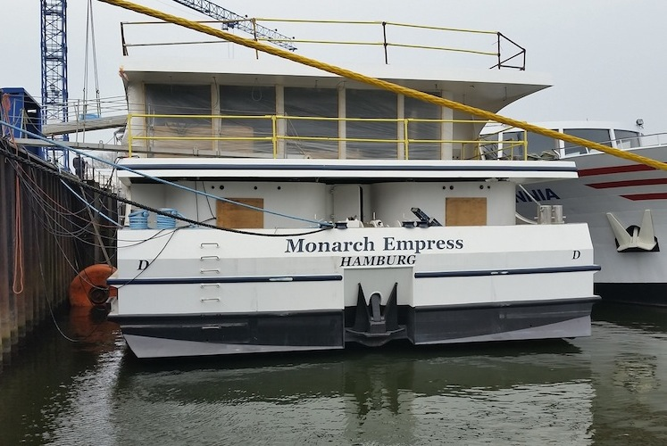 20151105 101318 in PCE: Flusskreuzer planmäßig abgeliefert