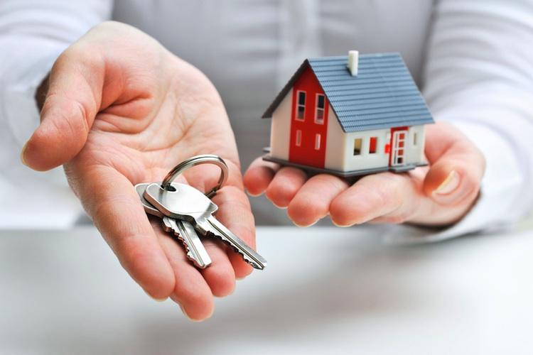 Haus-hand-750-shutt 129797951 in LBS-Maklergesellschaften: Preise für Bestandsimmobilien vielerorts noch moderat