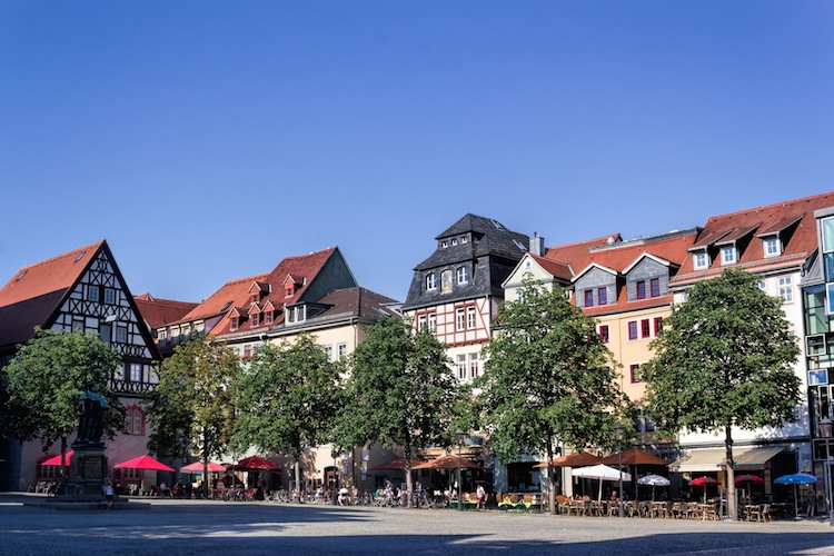 Zinshäuser in guten Lagen wie Schlegelsberg und Wöllnitz kosten rund 1.400 Euro pro Quadratmeter. Die Monatsmieten belaufen sich dort im Schnitt auf neun Euro pro Quadratmeter.