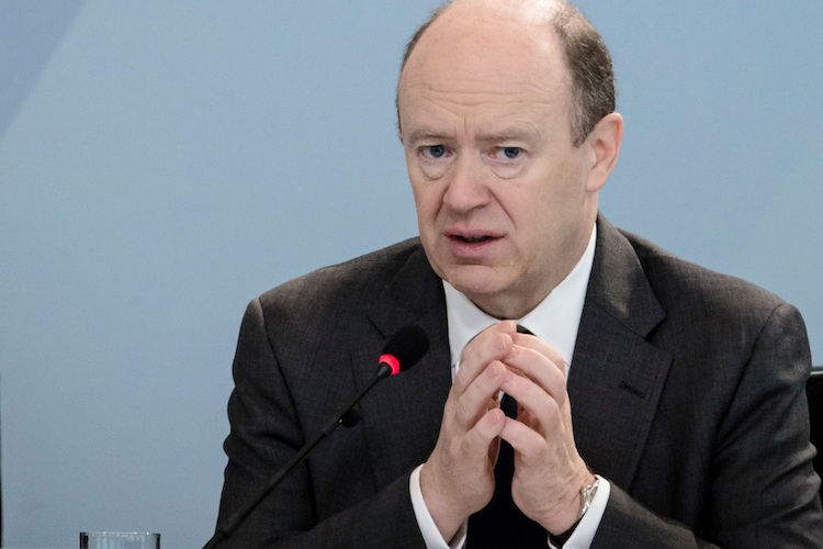 Deutsche Bank-Chef Cryan übt scharfe Kritik an EZB-Geldpolitik