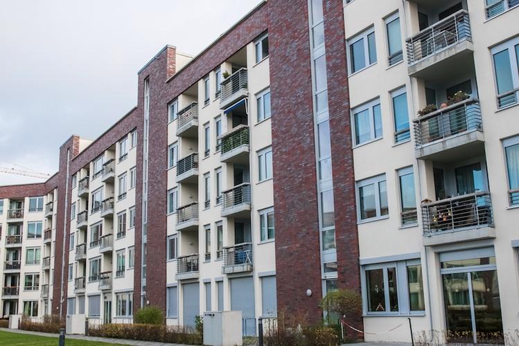 Wohnhaeuser-shutt 361769072 in Wohnungspakete: Mehr Nachfrage als Angebot