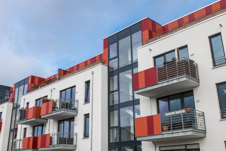 Wohnhaeuser-shutt 361769126 in Eigentumswohnungen: Rückläufige Verkaufszahlen bei weiterhin steigenden Preisen