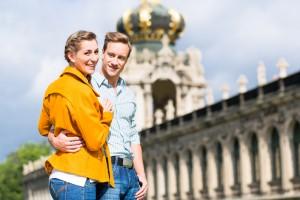 Junge Menschen vor dem Dresdener Zwinger