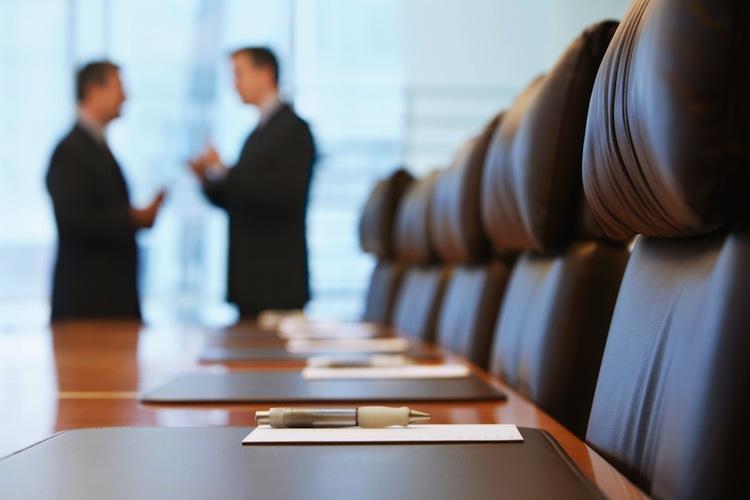 Shutterstock 144792676 in Hahn Gruppe: Großes Stühle-Rücken im Aufsichtsrat