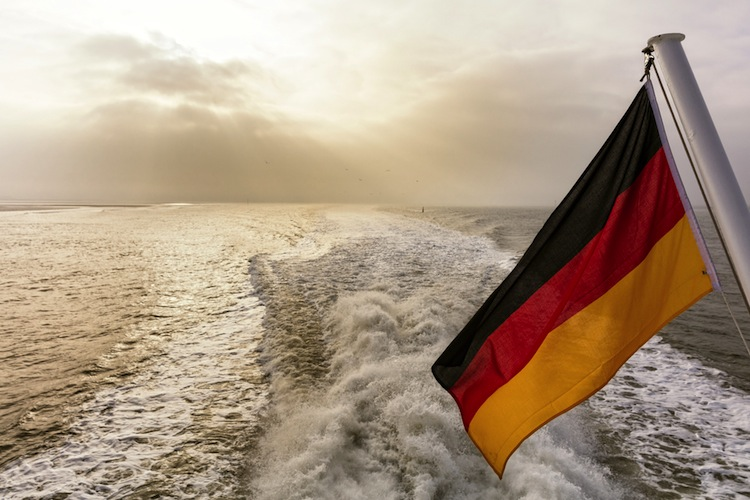 Shutterstock 352090541 in Reeder wechseln nach Reform zurück zur deutschen Flagge