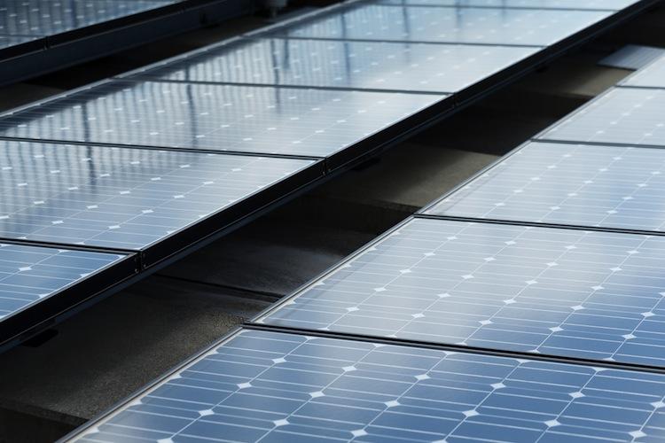 Shutterstock 386496793 in Finanzministerium verteidigt geplante Stromsteuer auf Solaranlagen