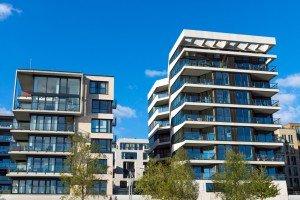 Mehrfamilienh User-300x200 in Wohnungsmangel in großen Städten