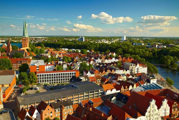 Shutterstock 317018852 in Hahn Gruppe: Neue Mieter für Fondsobjekt in Lübeck