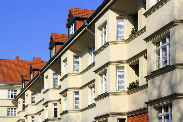 Wohnhaeuser-750-shutt 94613950 in Grand City Properties profitiert von höheren Mieten