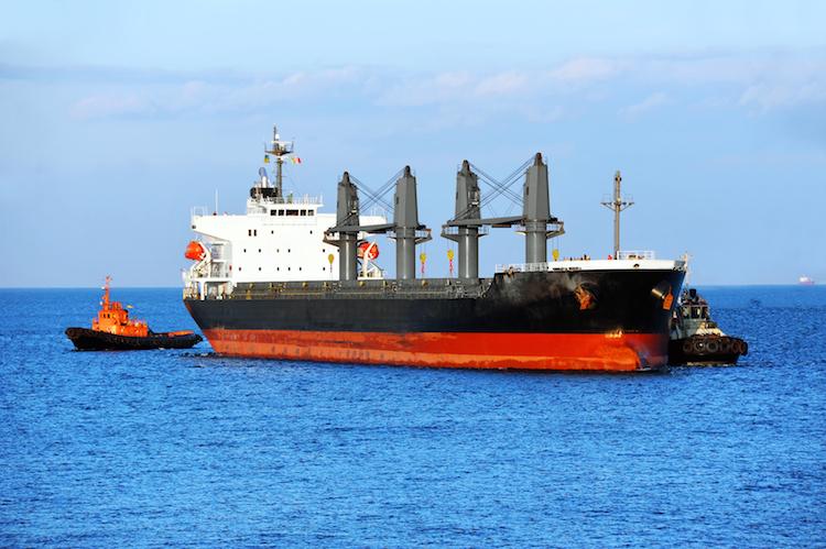 """Bulker-Frachtschiff-shutterstock 187035572-Kopie in G.U.B. Analyse: """"B+++"""" für MST Schiffsfonds"""