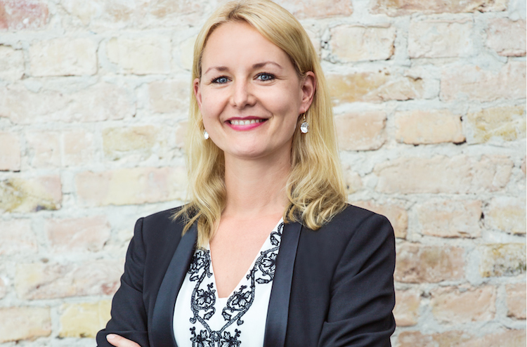 Dr -Carolin-Gabor 300dpi-Kopie in Finleap verstärkt Geschäftsleitung