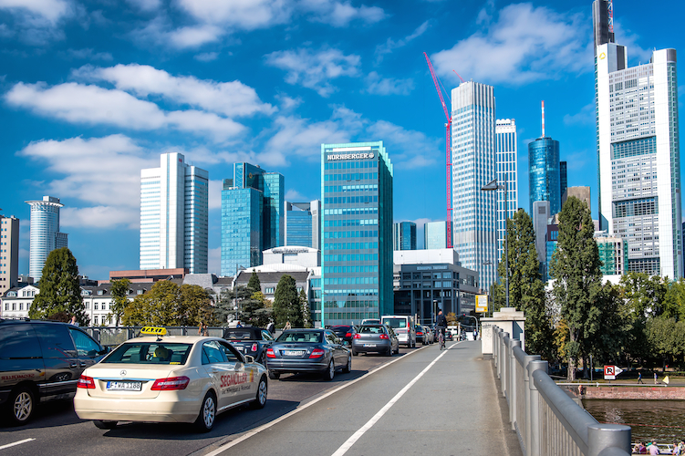 Stau-Frankfurt-shutterstock 326984345-Kopie in Die Verkehrsapokalypse naht