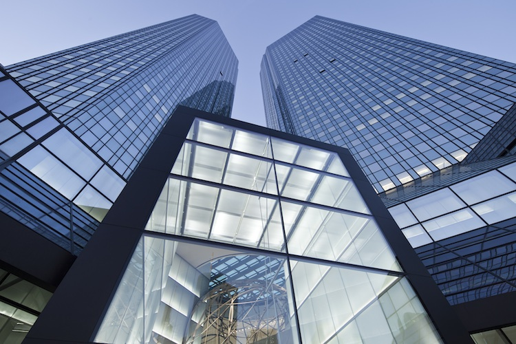 Deutsche-Bank-Vorstand Sewing: Keine Strafzinsen für Privatkunden