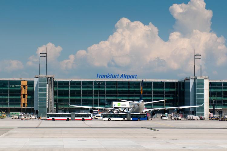 Frankfurt-flughafen-flugzeug-airport-shutterstock 86780089 in Wenn der Schlepper mit dem Flugzeug... Unfallschwerpunkt Flughafen