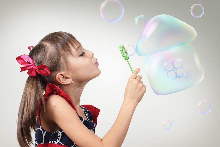 Haus-blase-housing-bubble-immobilienblase-shutterstock 310611053-Kopie in Mehr Bauland gegen die Immobilienblase