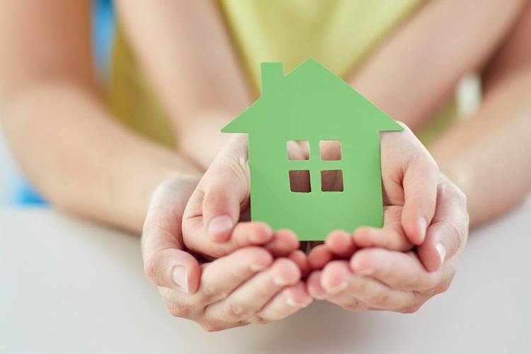Haus-haende-shutt 313944983 in Baufinanzierung: Thema Absicherung nicht vernachlässigen