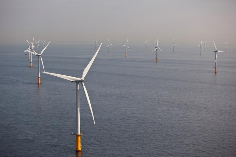Der Bau neuer Windkraftanlagen auf See treibt die EEG-Umlage für 2017 um 0,18 Cent pro Kilowattstunde nach oben.